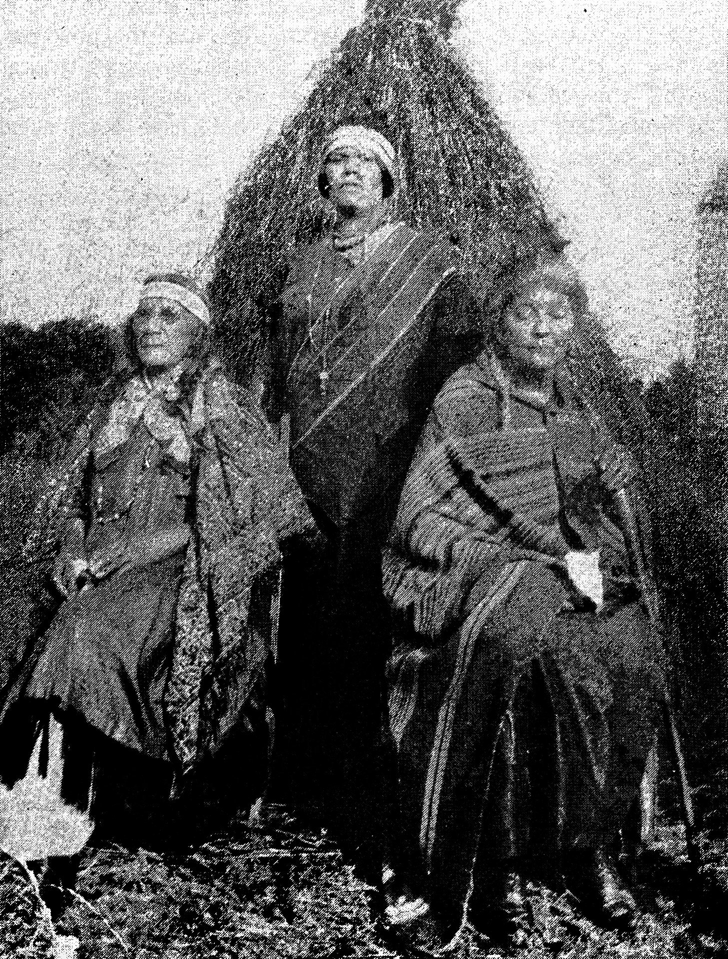 Aunt-Mary-Gus-Cuffee-Lillian-Thompson-Harvey-Aunt-Rose-Kellis-Williams-at-Eugene-Cuffees-1915-1930-The-Shinnecock-Indians-a-culture-history-vol-vi-Gaynell-Stone-1983 Shinnecock Powwow Grounds Jeremy Dennis On This Site